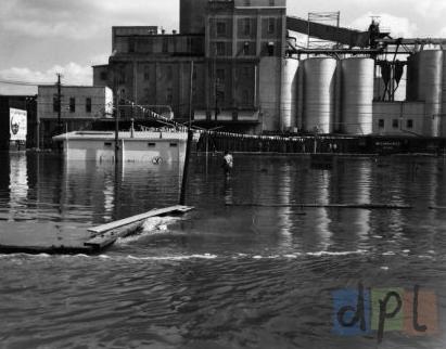 river-drive-east-flood-1965-b.jpg