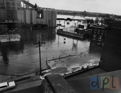 river-drive-east-flood-1965.jpg