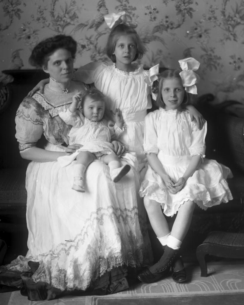 Dorothea (Lefurgy) Roberts with Dorothea, Virginia & Rosara [ca. 1910]