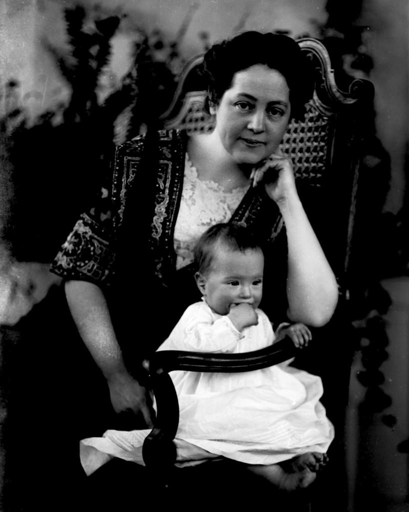 Anita (Bell) Peek & Eloise [ca. 1912]