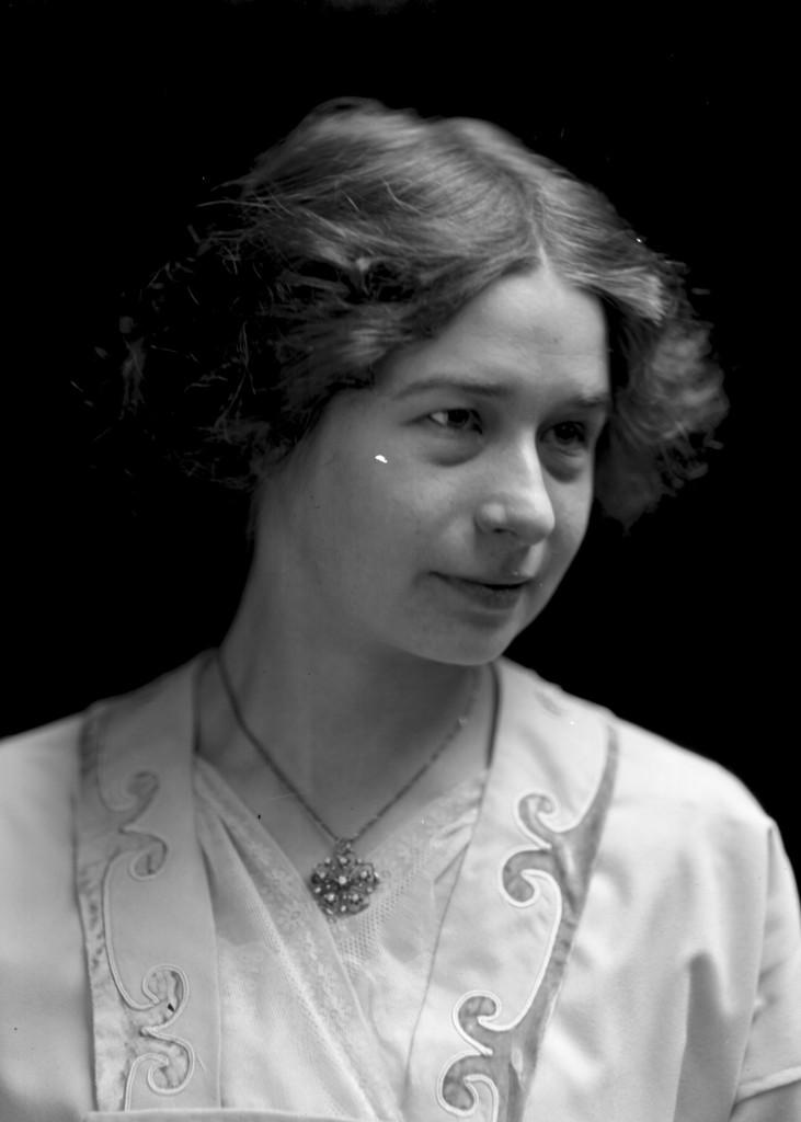 Edna Stark, ca. 1913