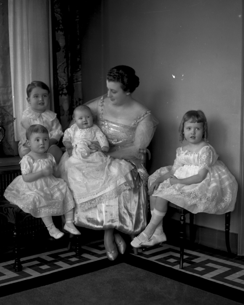 Mrs. Tom (Gabrielle Bilderbach) Walsh with couple's 4 oldest children: Kathleen, Thomas Jr., Gabrielle and Rosemary. [ca. 1916] Photographed by J.B. Hostetler.