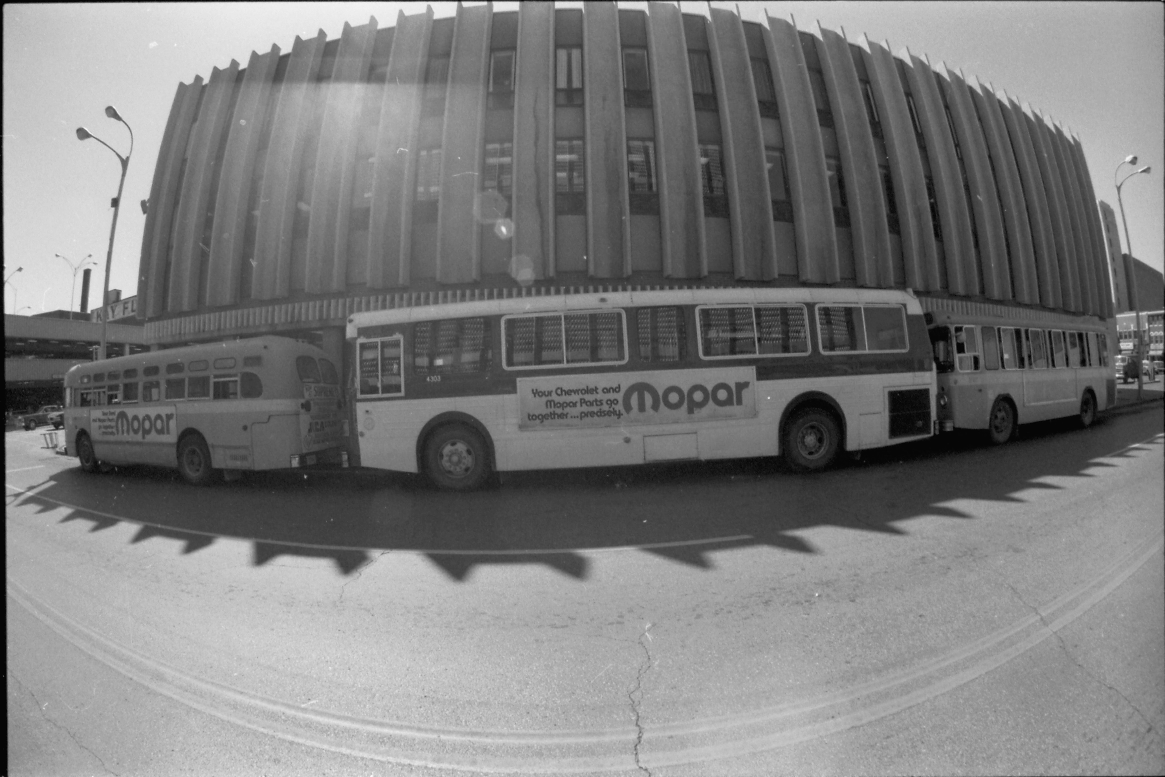 dpl2008-28 Bus1