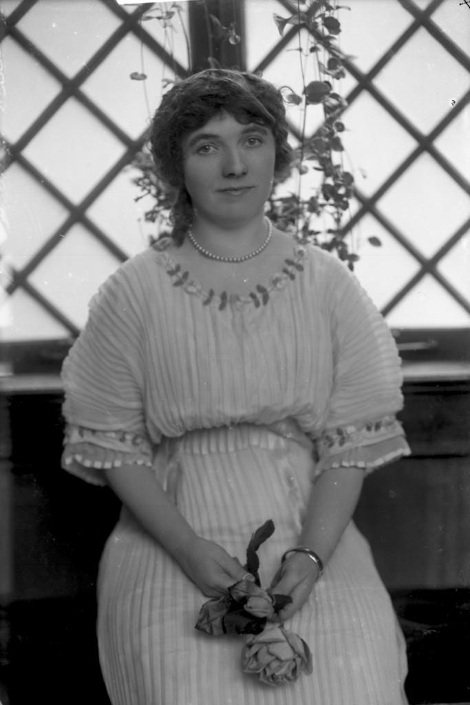 D. W. Kimberley (Mrs) [ca. 1914]